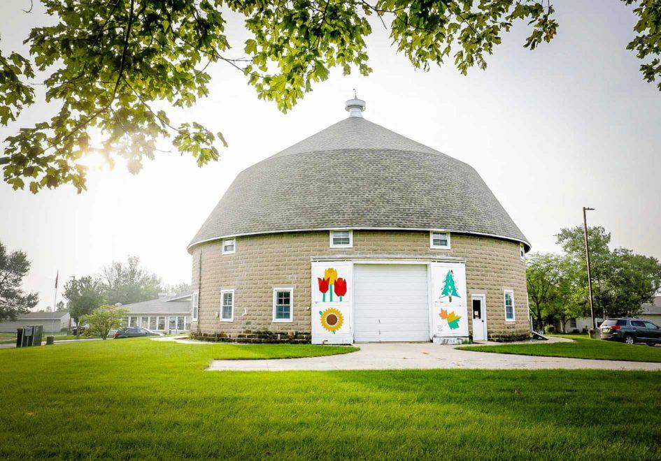 CA Rownd Round Barn